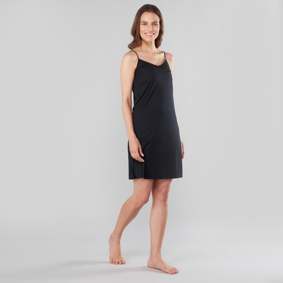 قميص مشد قصير سادة بحمّالات رفيعة قابلة للتعديل
