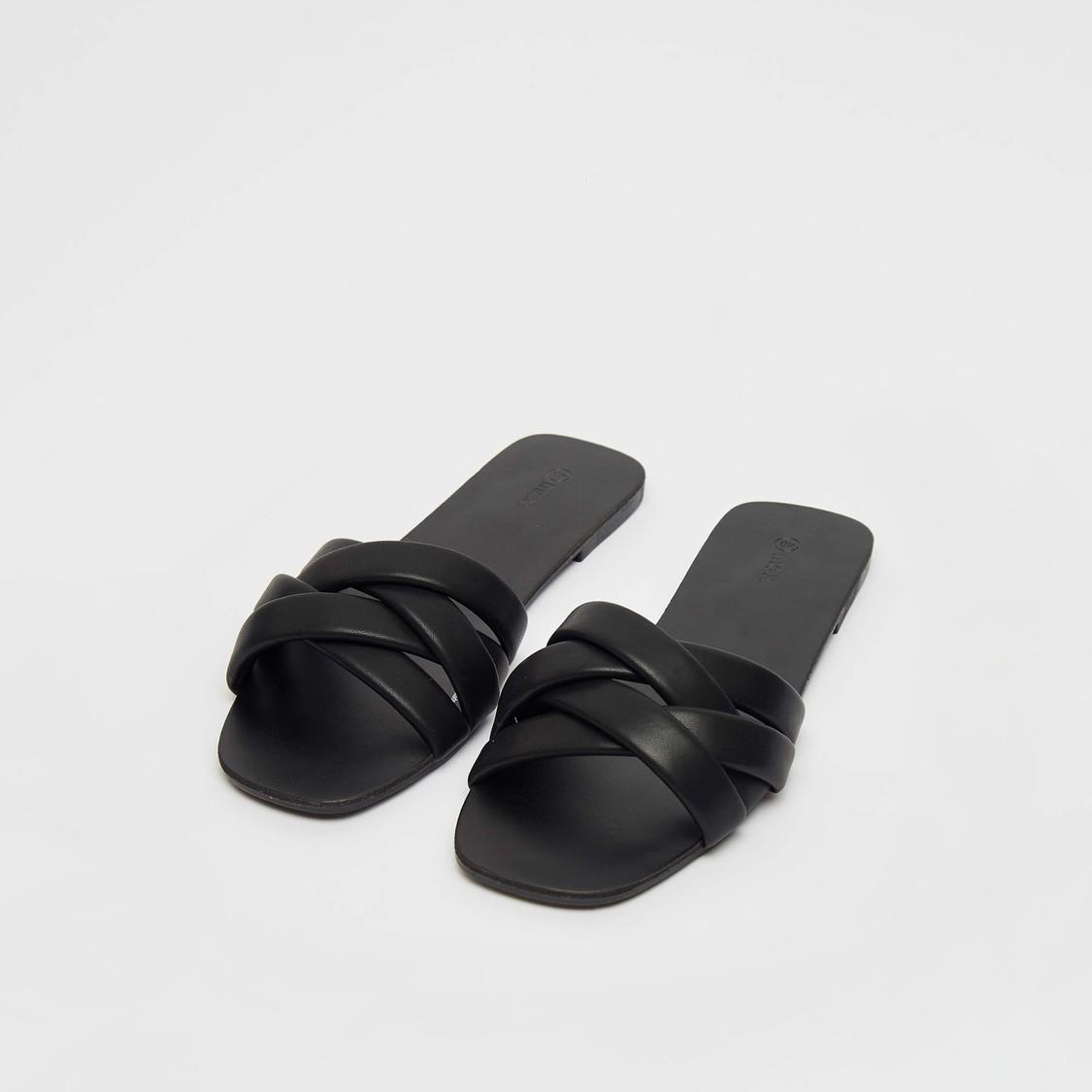 حذاء خفيف سادة مسطح بأحزمة متقاطعة