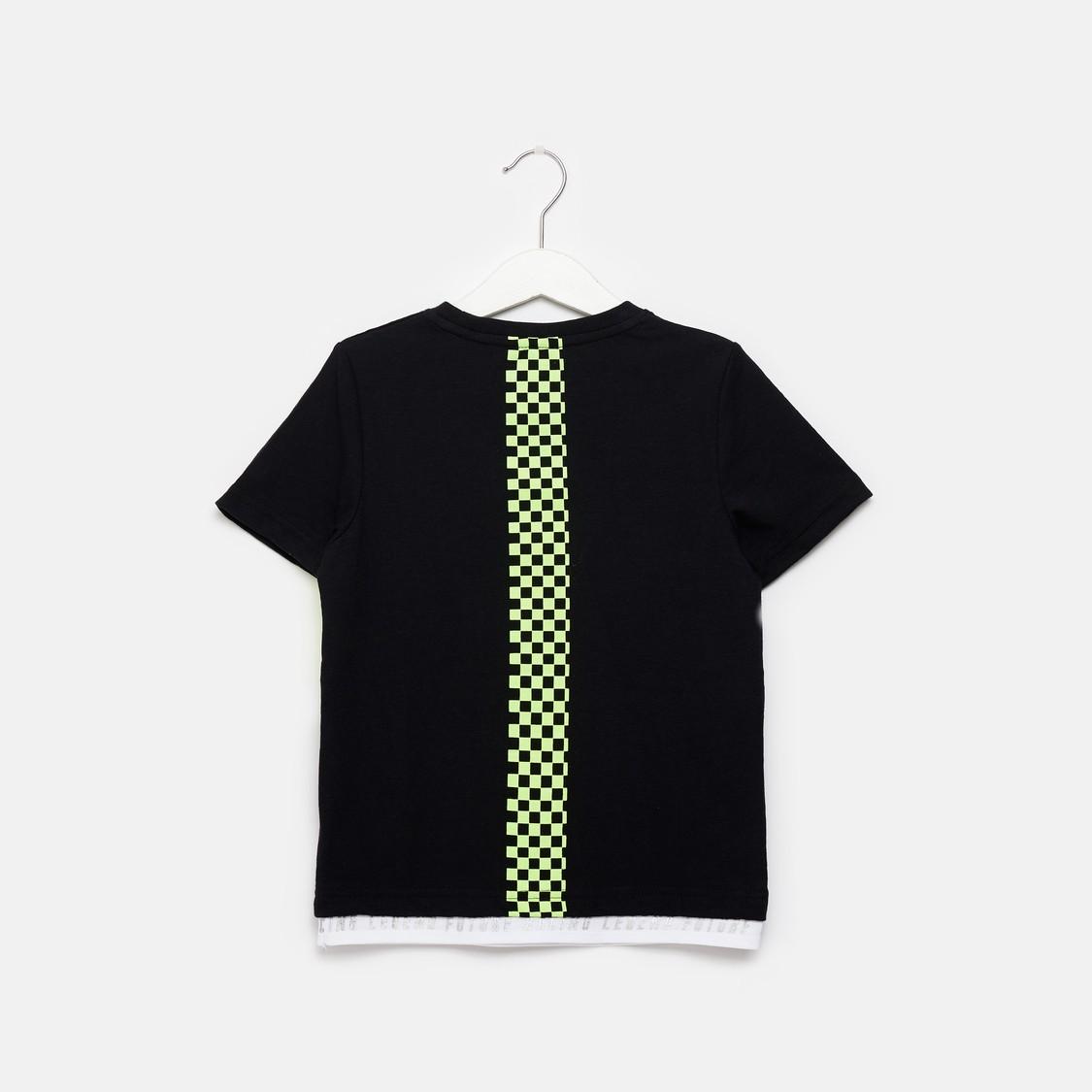 قميص بتصاميم مغايرة وأكمام قصيرة وجيب على الصدر من لي كوبر