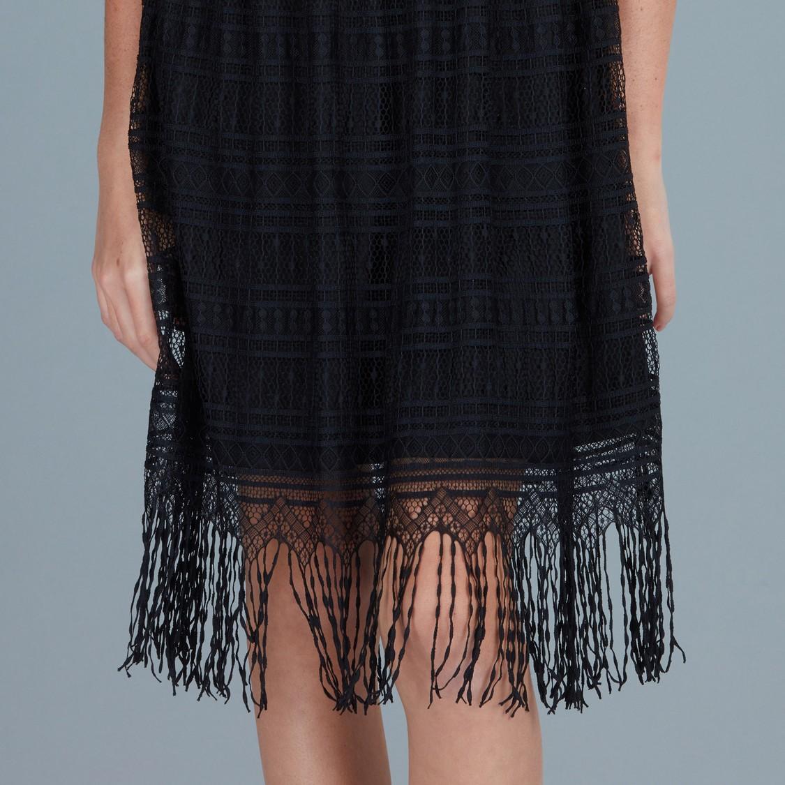 فستان دون أكمام بتفاصيل دانتيل