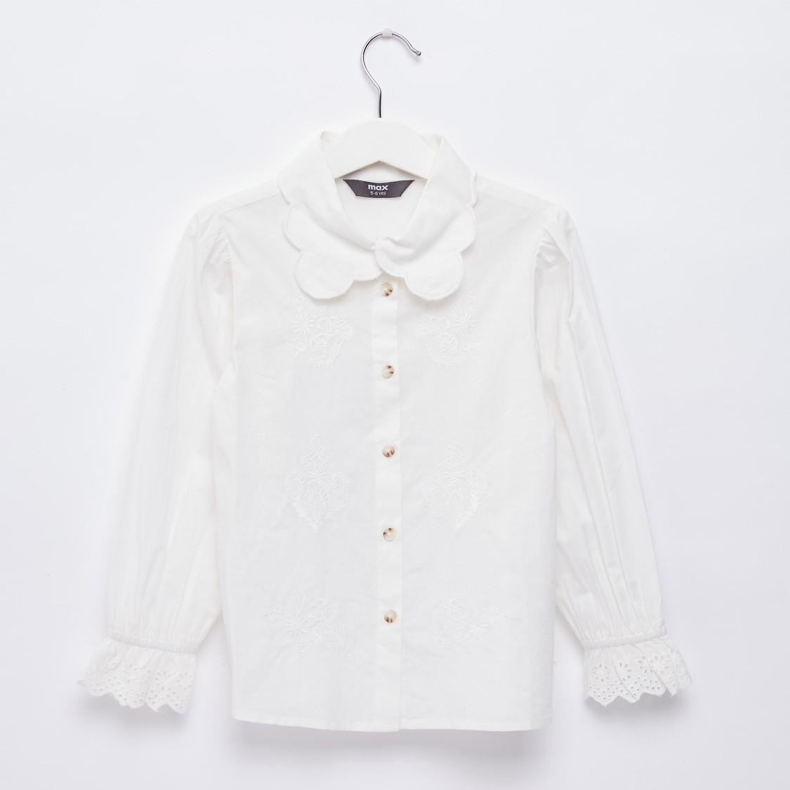 قميص مطرّز بياقة عادية وأكمام طويلة
