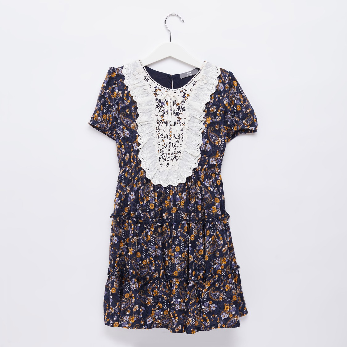 فستان متوسط الطول بطبعات زهور مع مريلة دانتيل وأكمام قصيرة