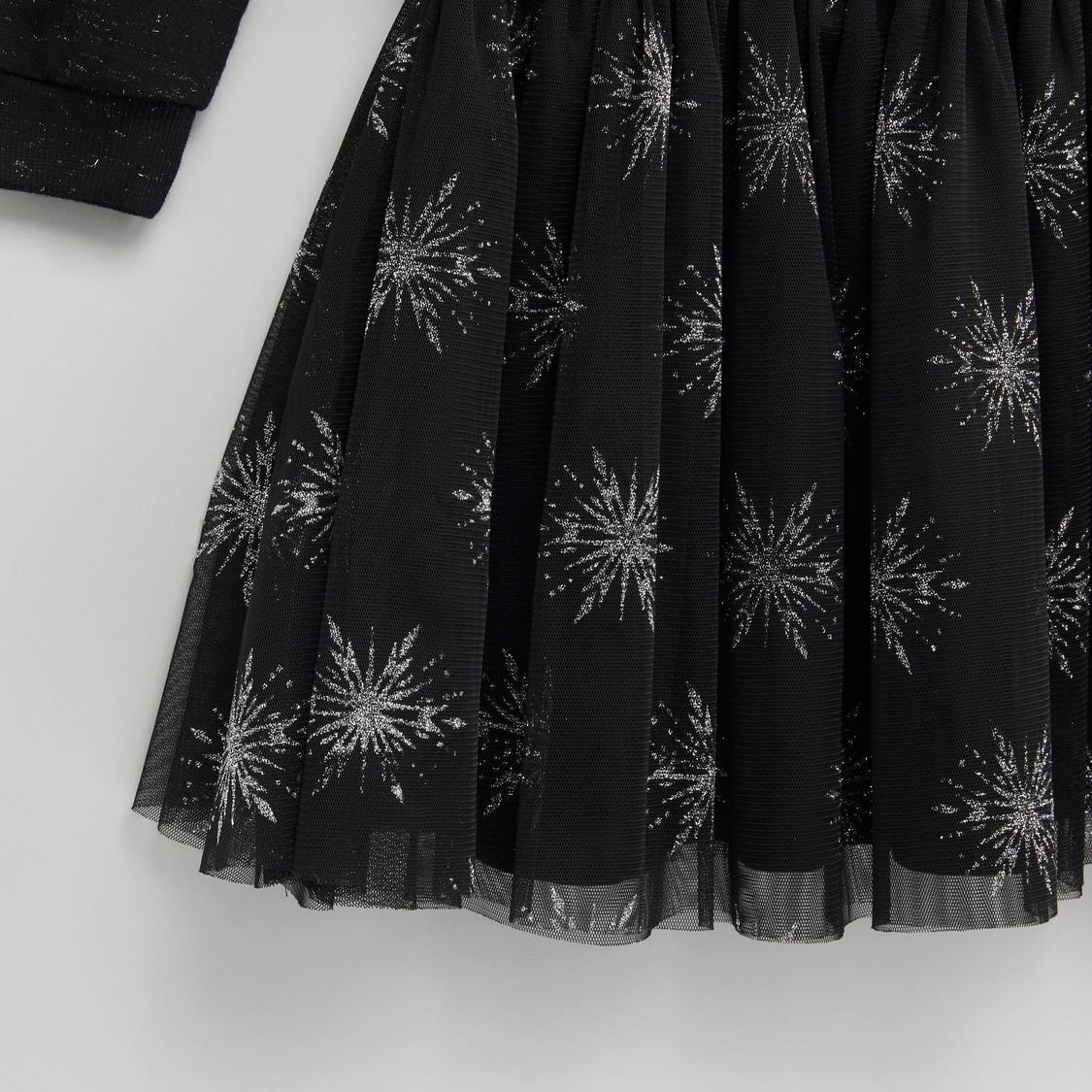 فستان بياقة مستديرة وأكمام طويلة وطبعات فروزن