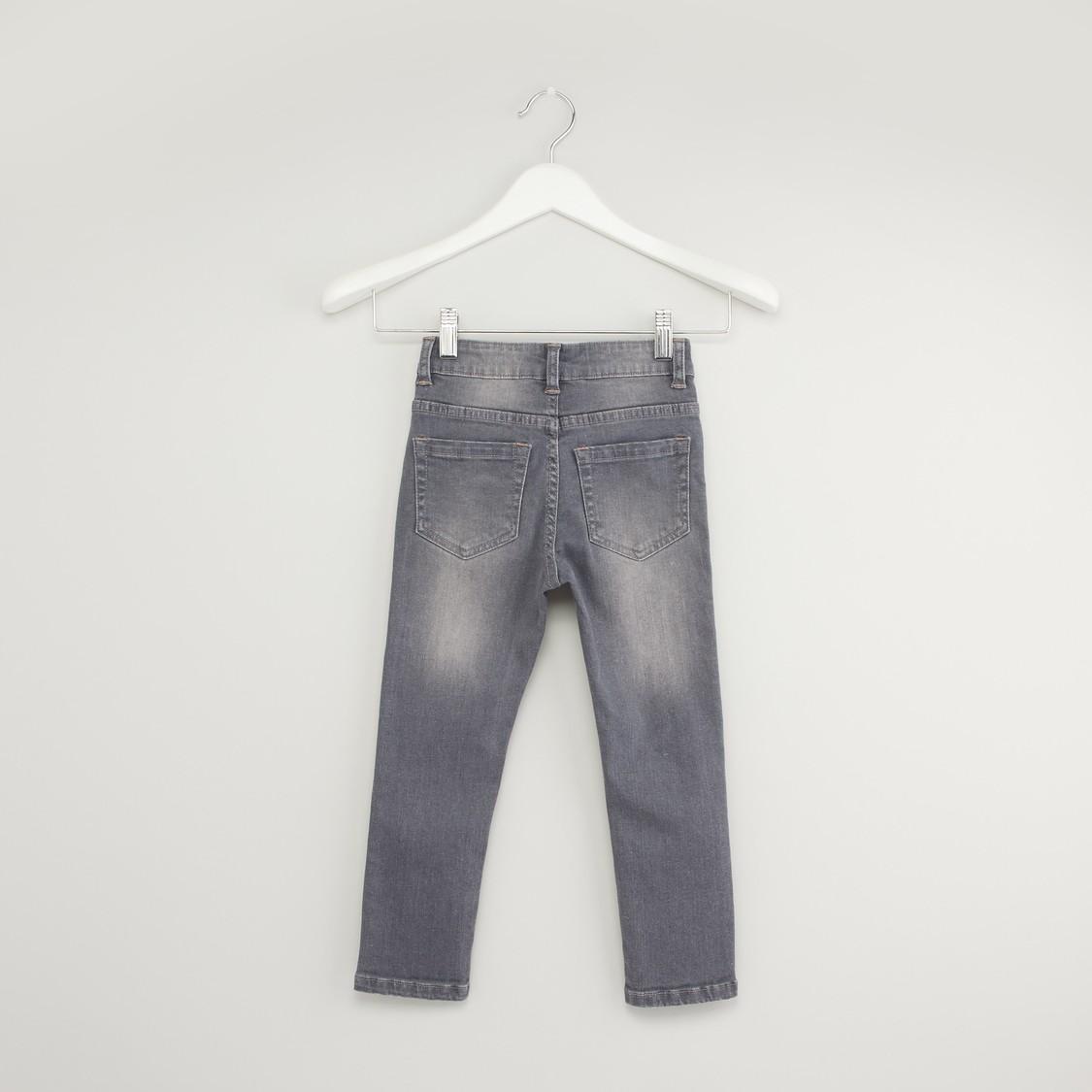 بنطلون جينز بتفاصيل ترتر بتصميم فراشة وجيوب