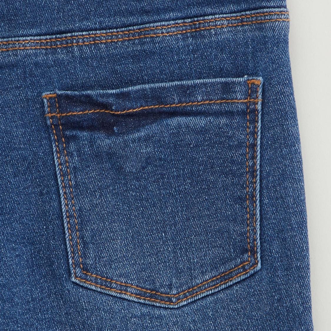بنطلون جينز بتفاصيل ترتر بجيوب