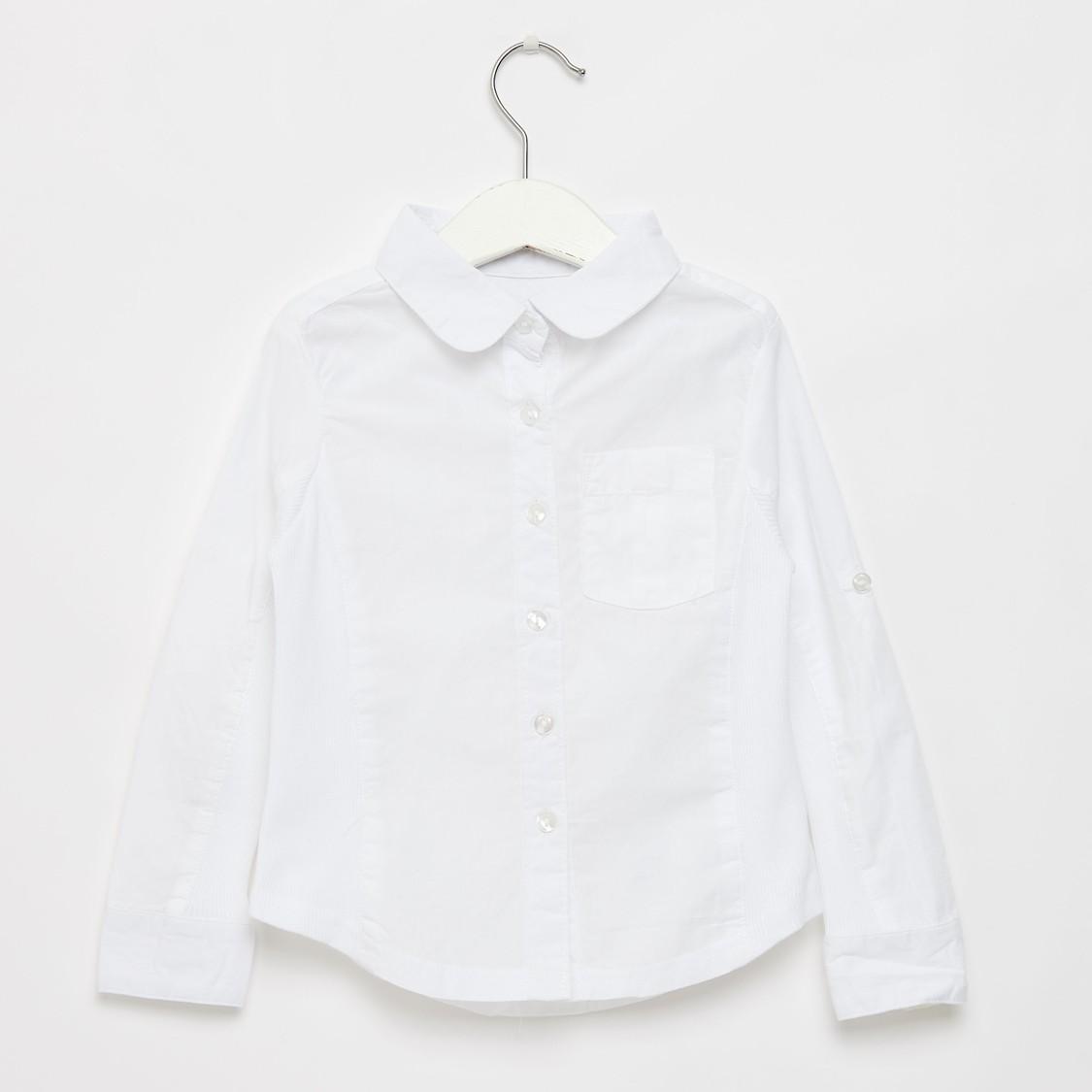 قميص سادة بياقة عادية وأكمام طويلة وتفاصيل لوح مضلّع جانبي
