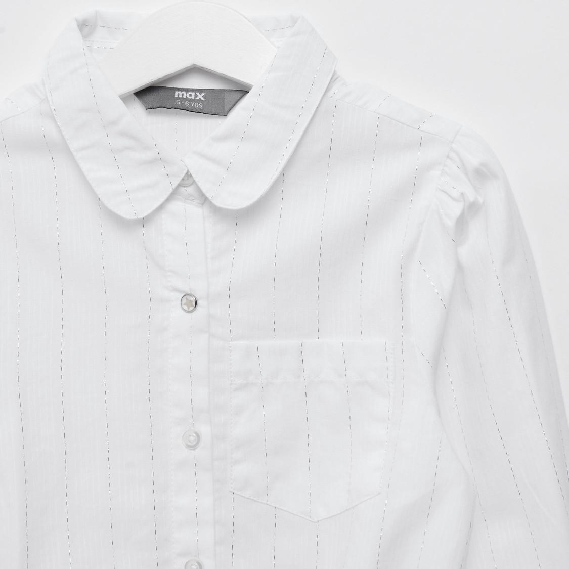 قميص مخطّط بربطة أمامية وأكمام طويلة وجيب خارجي