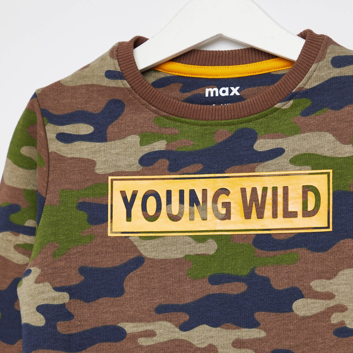 Camouflage Print Sweatshirt with Round Neck and Long Sleeves