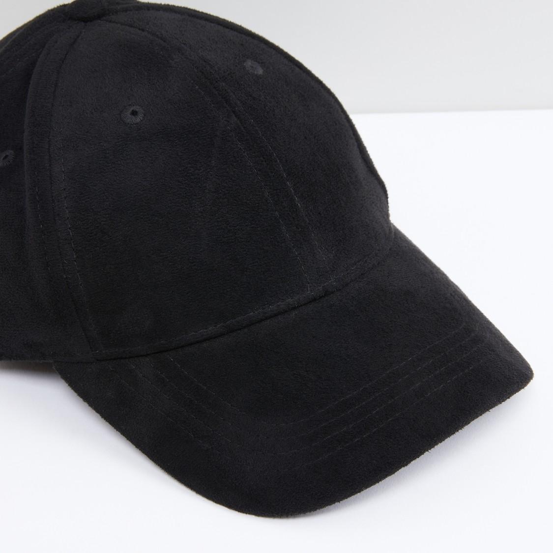 قبعة كاب بشريط مطاطي ودرزات