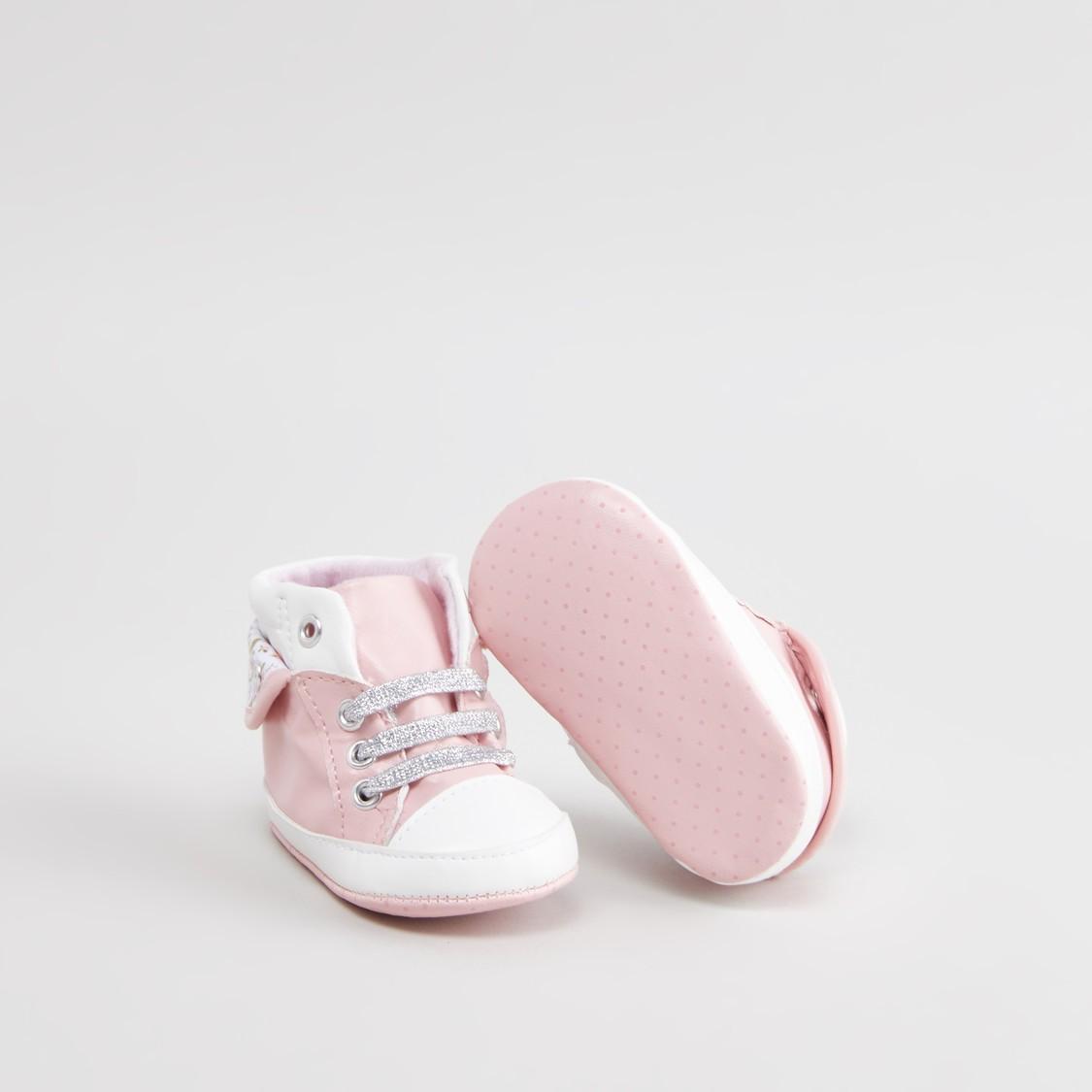 حذاء طويل بقصّة عالية ورباط مع طبعات باكستاي