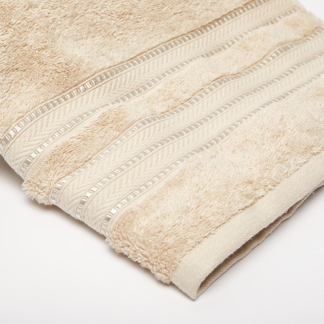 منشفة حمام مصريّة بارزة الملمس - 140x70 سم