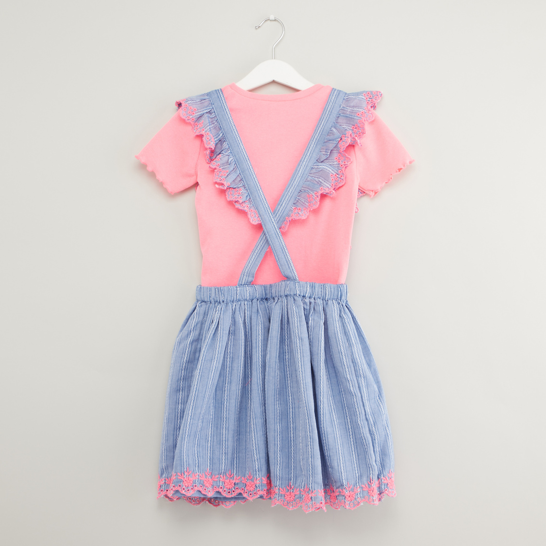 Solid Round Neck T-shirt with Embroidered Pinafore