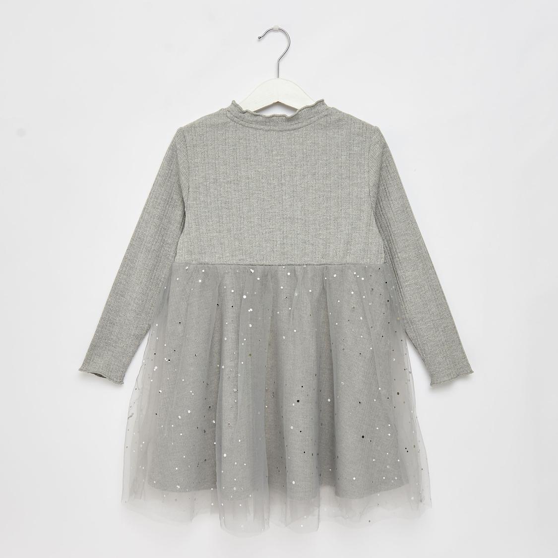 فستان توتو مزيّن بأكمام طويلة وياقة بتفاصيل كشكشة