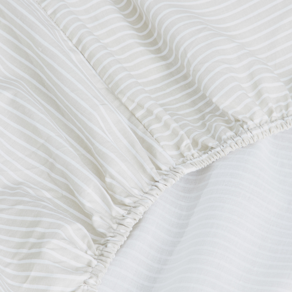 Striped Fitted Sheet - 200x150 cms