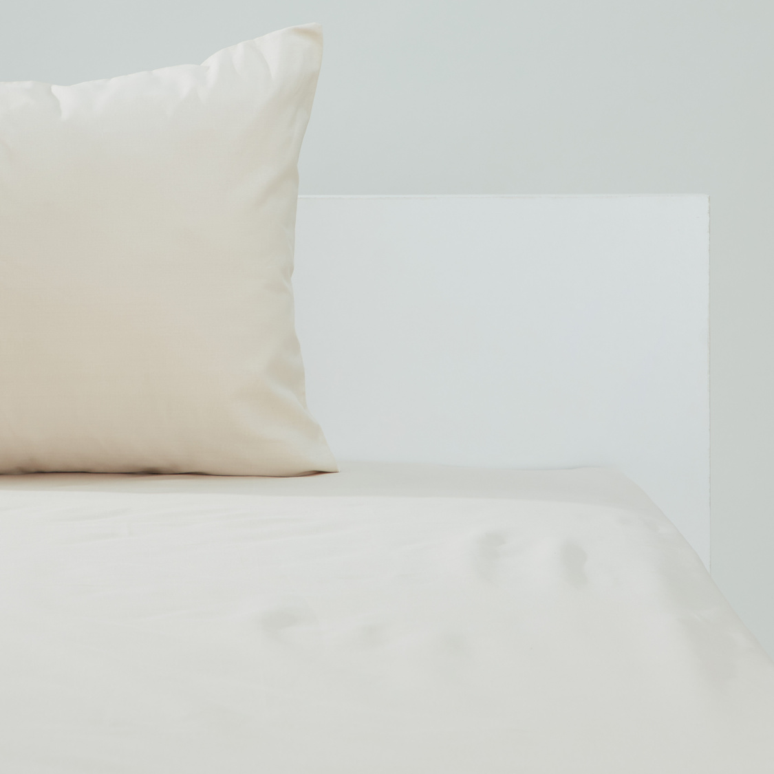 Solid Fitted Sheet with Elasticised Hem - 200x150 cms