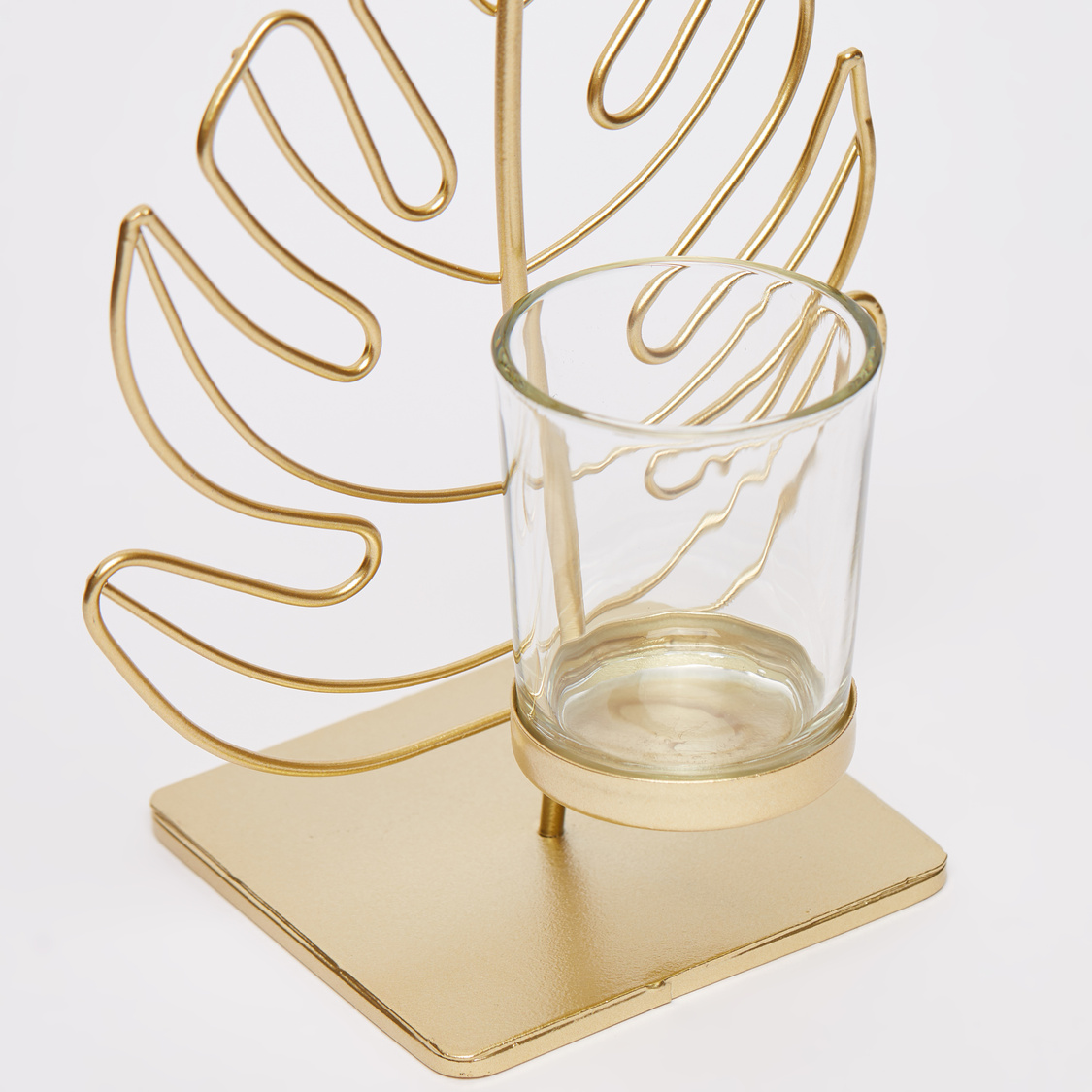 Leaf Accented Candleholder - 13.5x10x19 cms