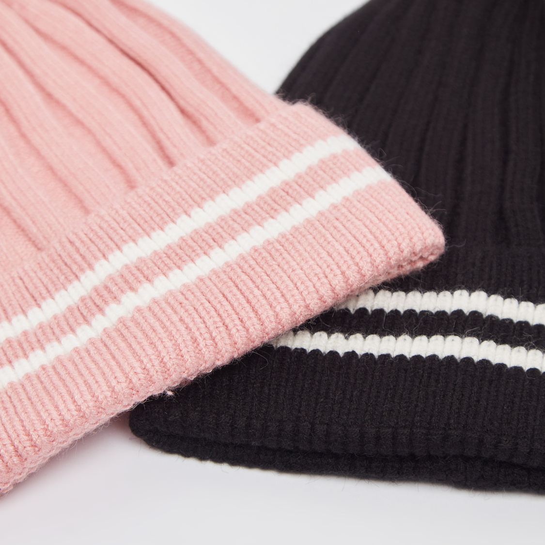 قبعة بيني محبوكة - طقم من قطعتين