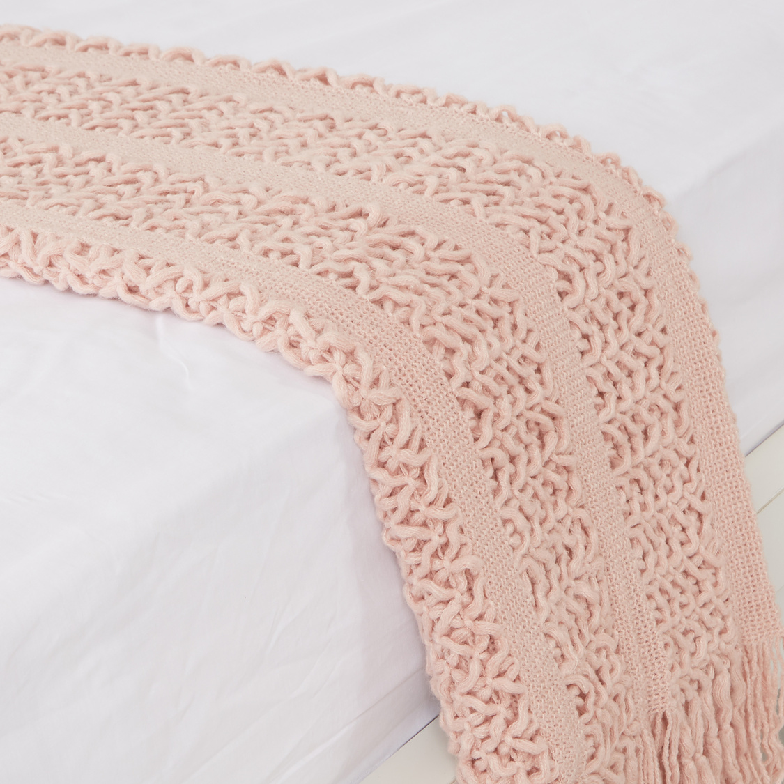 بطانية خفيفة بارزة الملمس بشراشيب - 152x127 سم
