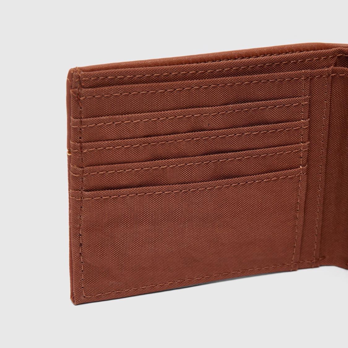 محفظة سادة بطيّة مزدوجة بتفاصيل مثقّبة وسحّاب إغلاق