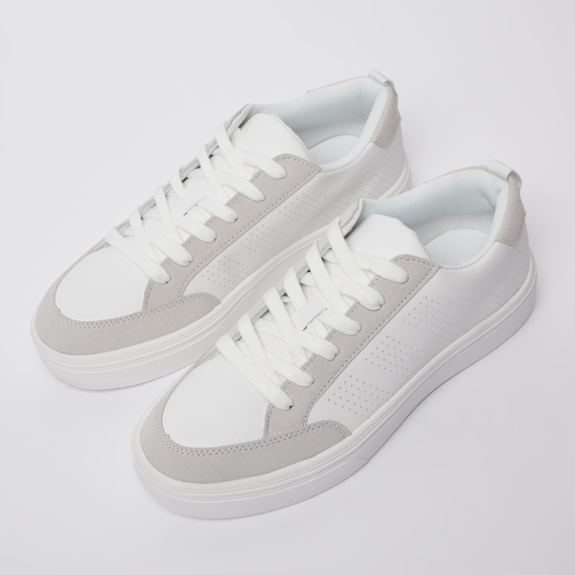Perforated Sports Shoes with Lace-Up Closure and Pull Tab