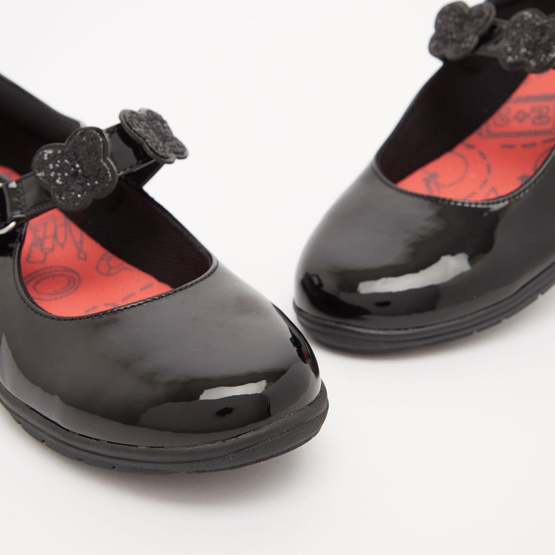 حذاء ماري جين بارز الملمس بخطّاف وحلقة إغلاق