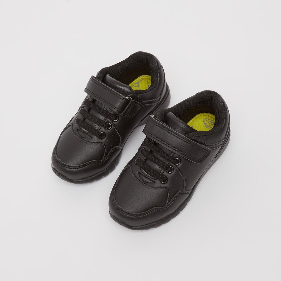 حذاء سنيكرز بارز الملمس بشريط إغلاق