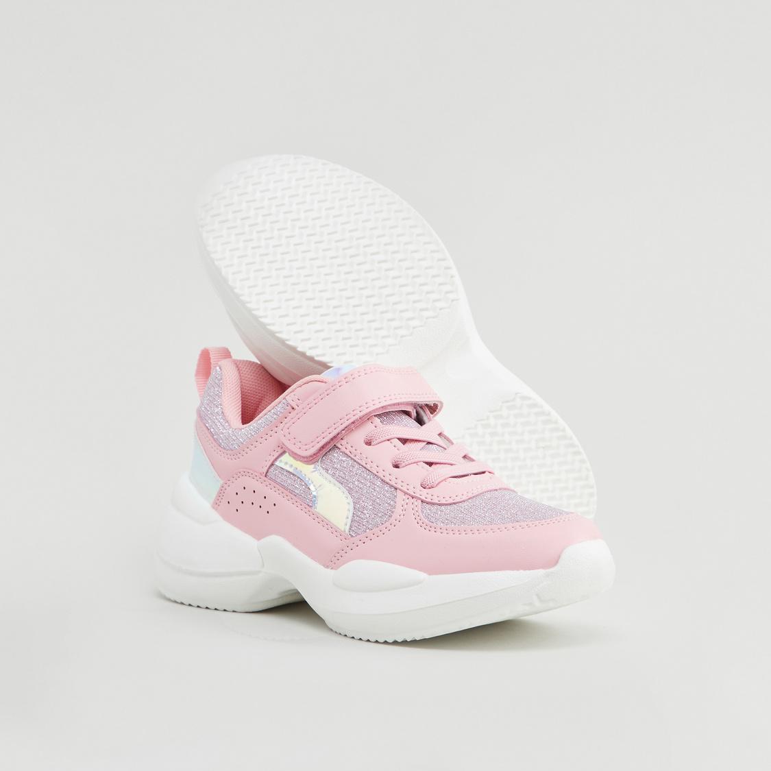 حذاء رياضي بتفاصيل جليتر بخطّاف وحلقة إغلاق