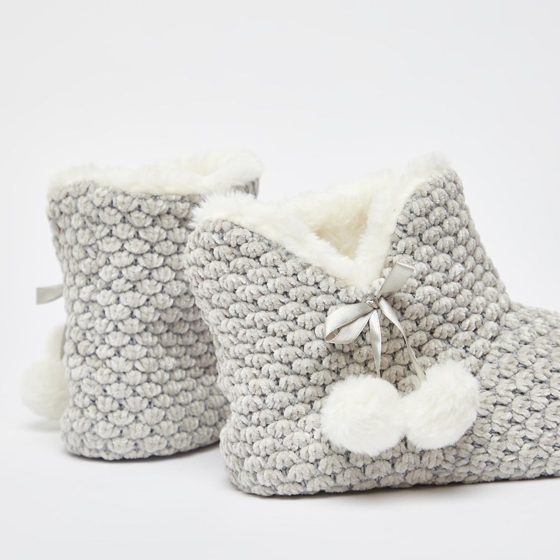 حذاء طويل لغرفة النوم بارز الملمس بزينة فيونكة  و كرات بوم بوم