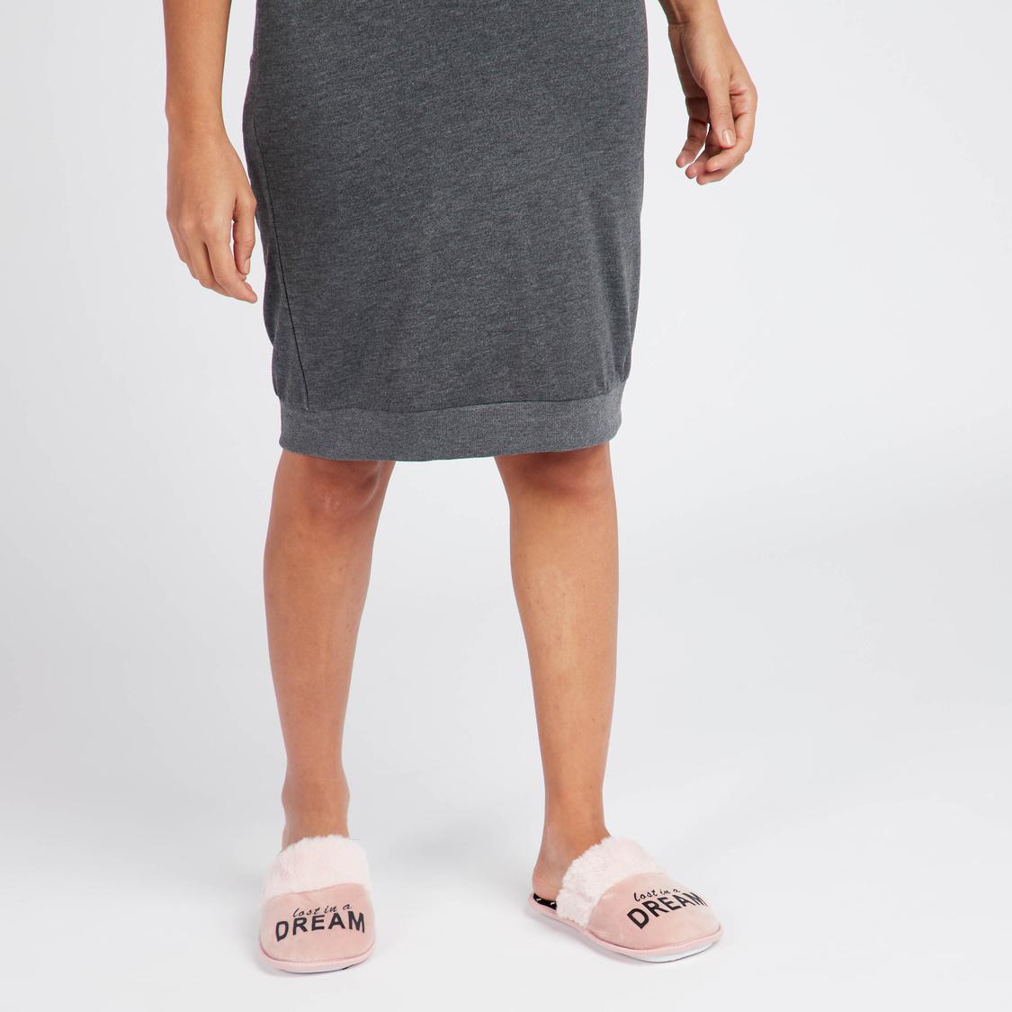 حذاء خفيف لغرفة النوم  سهل الارتداء بتفاصيل قطيفة و طبعات