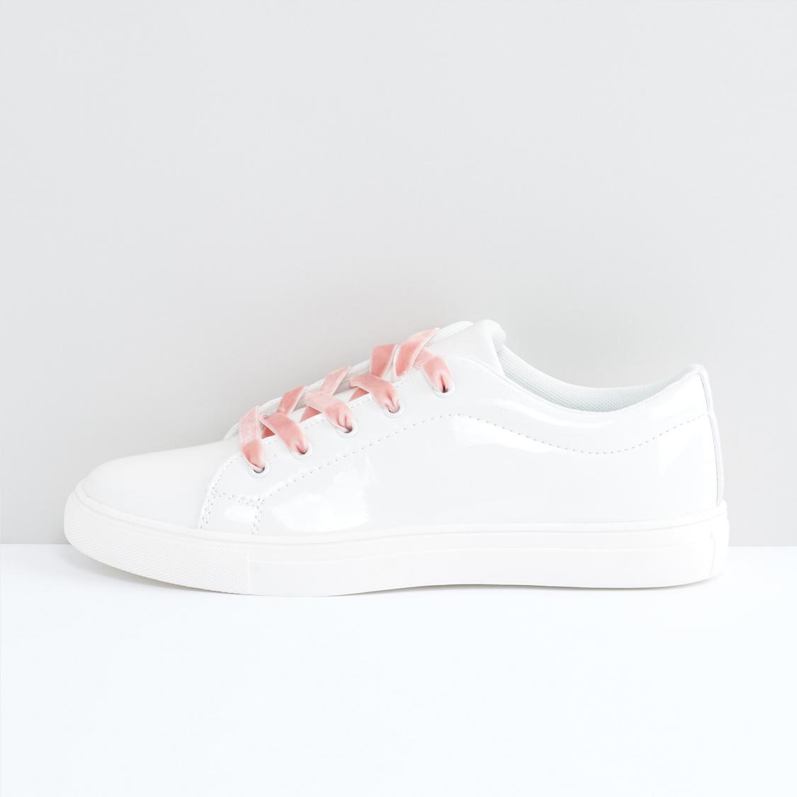 حذاء سنيكرز برباط