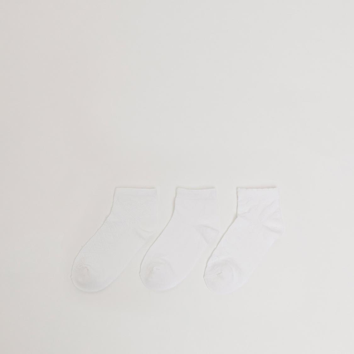 جوارب بارزة الملمس بطول الكاحل بحوّاف مطاطية - طقم من 3 أزواج