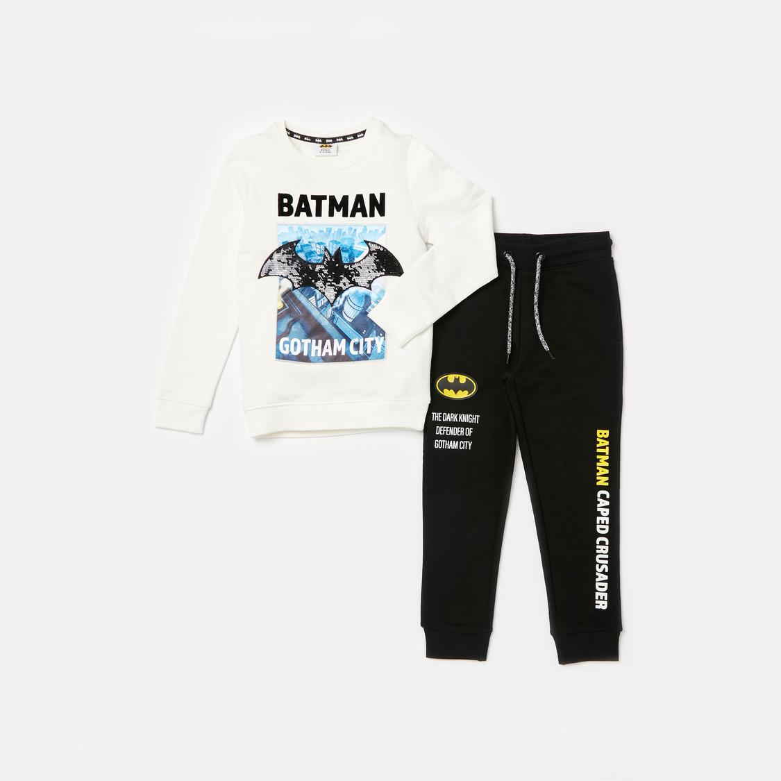 طقم بنطلون رياضي وسويت شيرت بأكمام طويلة وطبعات باتمان جرافيك