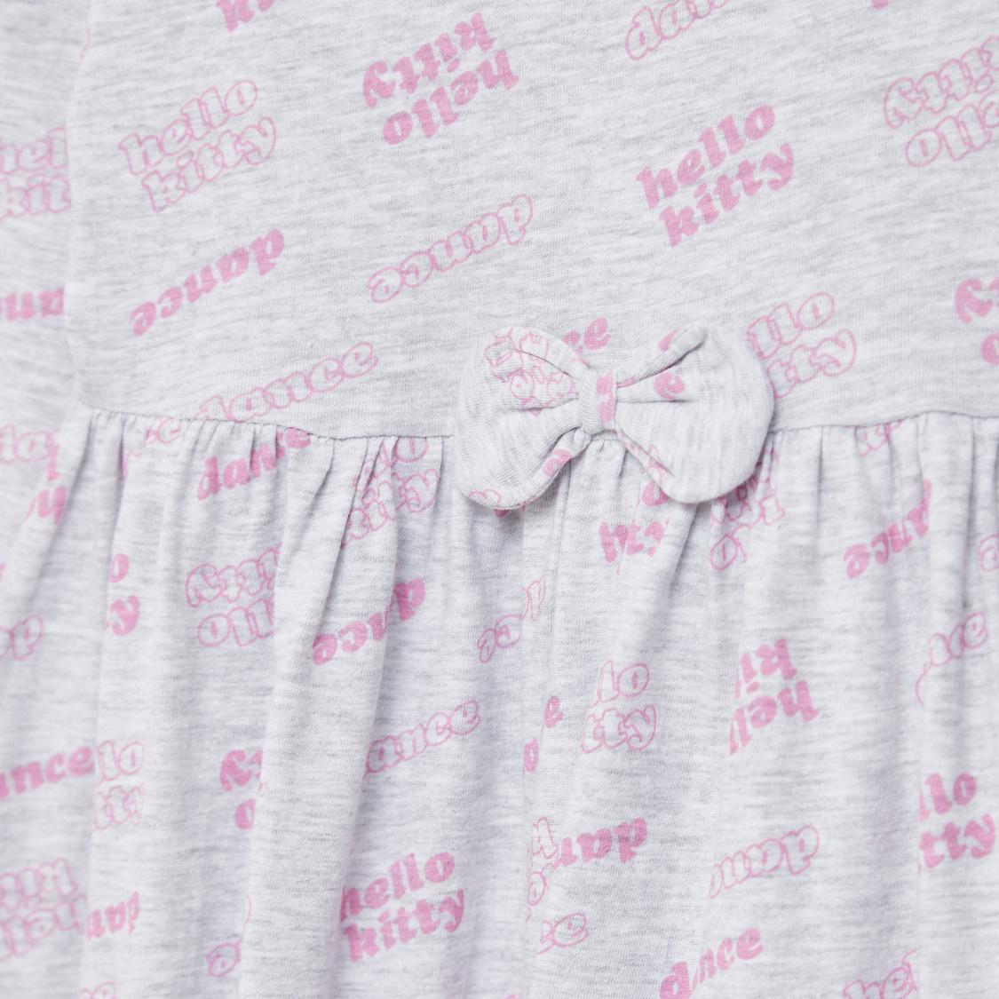 فستان قصير بأكمام طويلة وفيونكة وطبعات هالو كيتي