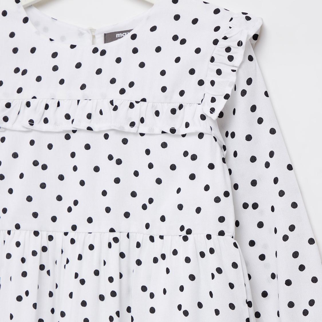 فستان ميدي بطبقات وطبعات منقّطة وتفاصيل كشكشة وأكمام طويلة