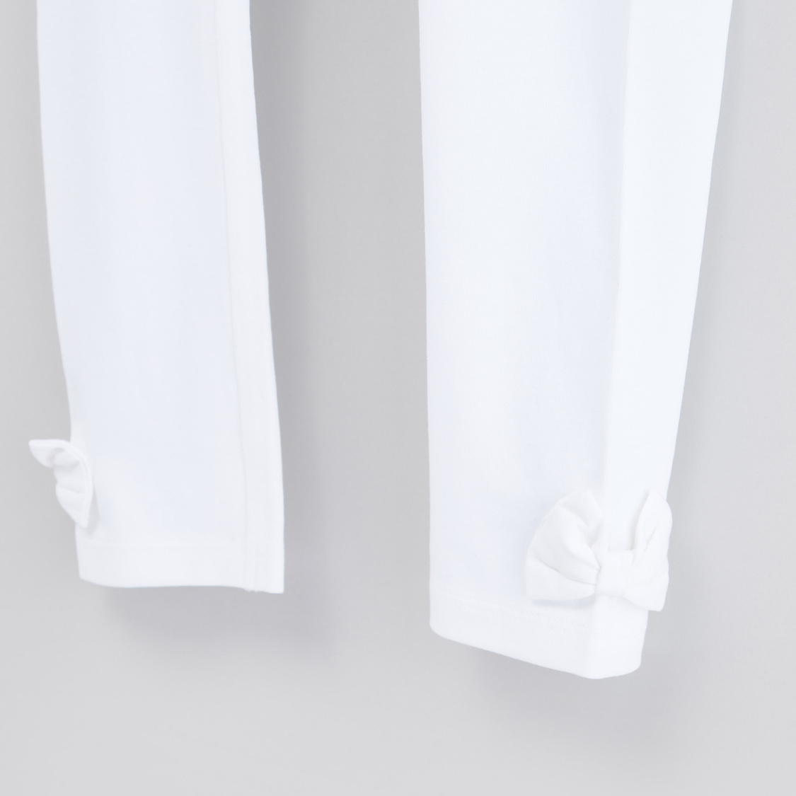 Solid Leggings with Elasticised Waistband and Bow Applique Detail