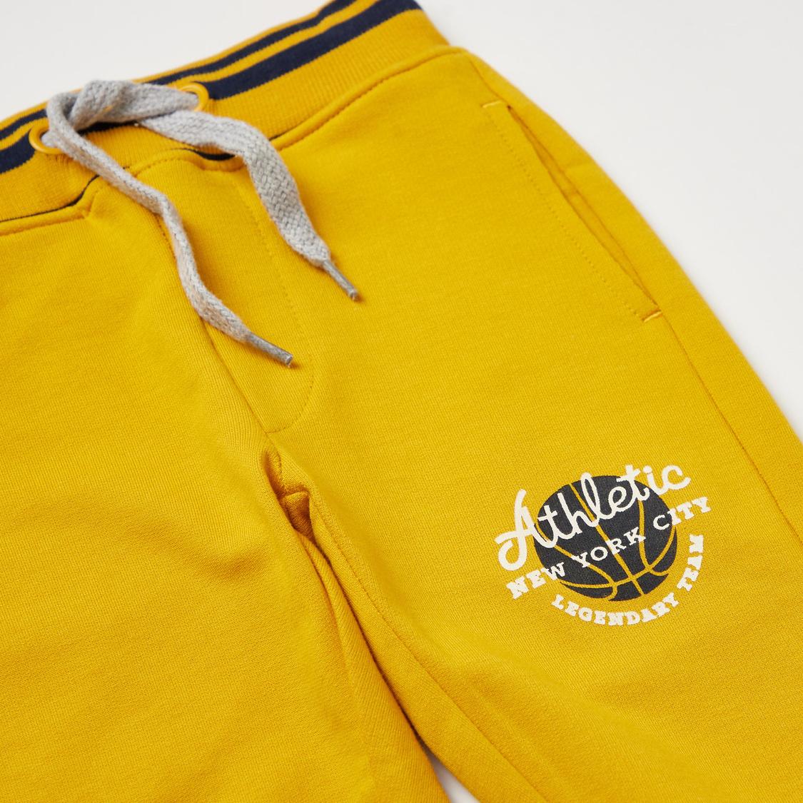 Printed Short Sleeves Hooded T-shirt with Full Length Jog Pants