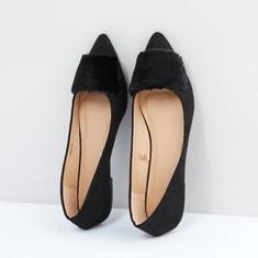حذاء سهل الارتداء بتفاصيل قطيفة