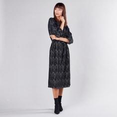 فستان على شكل A متوسط الطول بأكمام 3/4 مع أربطة وطبعات