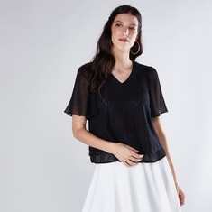 Textured Top with V-Neck and Short Seeves