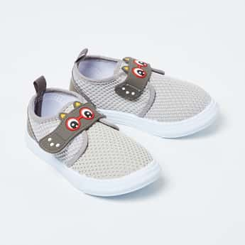 FAME FOREVER Textured Casual Shoes with Applique