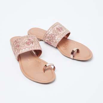 MELANGE Floral Embroidery Toe-Ring Flat Sandals