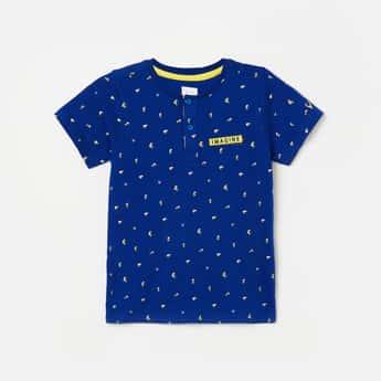ALLEN SOLLY Boys Printed Henley T-shirt with Applique