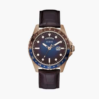 GUESS Men Analog Watch with Leather Strap - GW0221G2