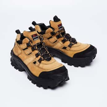 WOODLAND Colourblocked Urban Trekking Shoes