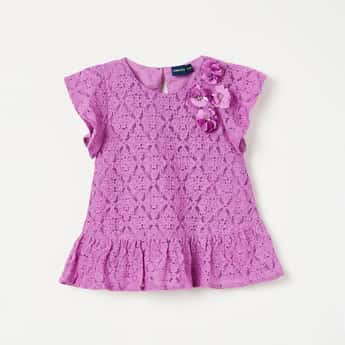 JUNIORS Lace Detail Short Sleeves Top
