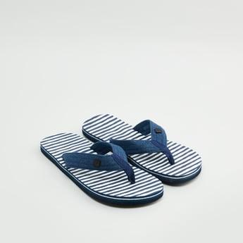 حذاء خفيف بحزام مخطط