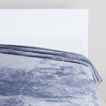 Textured Rectangular Blanket with Velvet Finish