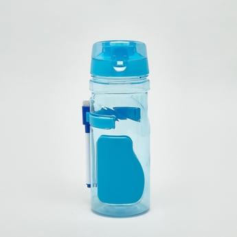 زجاجة ماء بغطاء علوي