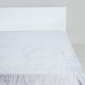 بطانية خفيفة مطرزة بتشطيب بارز الملمس- 152x 127 سم