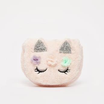 شنطة كروس بودي بتصميم وجه كيتي مخملي مع تشطيب جليتر وزخارف
